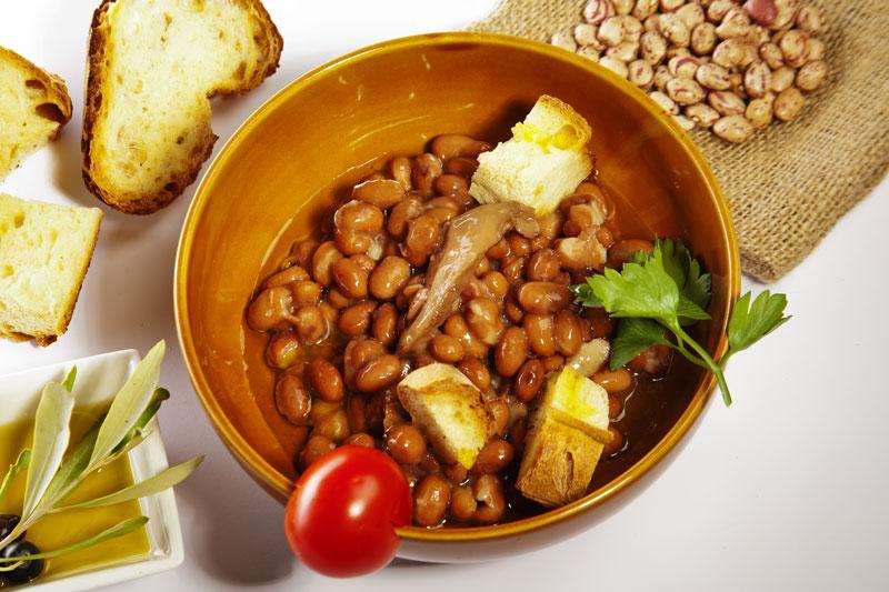 Zuppa di fagioli e cardoncelli